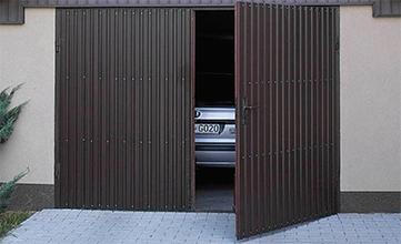 Распашные гаражные ворота с автоматикой купить